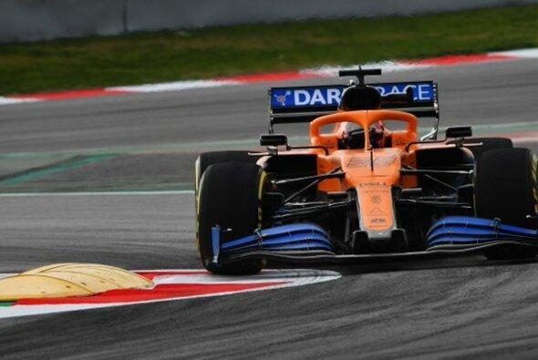 McLaren absolvierte in Barcelona den Shakedown des MCL35 - Foto: McLaren/Twitter