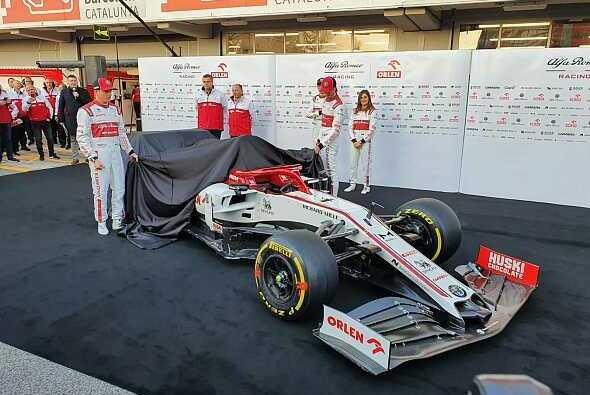 Kimi Räikkönen und Antonio Giovinazzi enthüllen den - Foto: Motorsport-Magazin.com