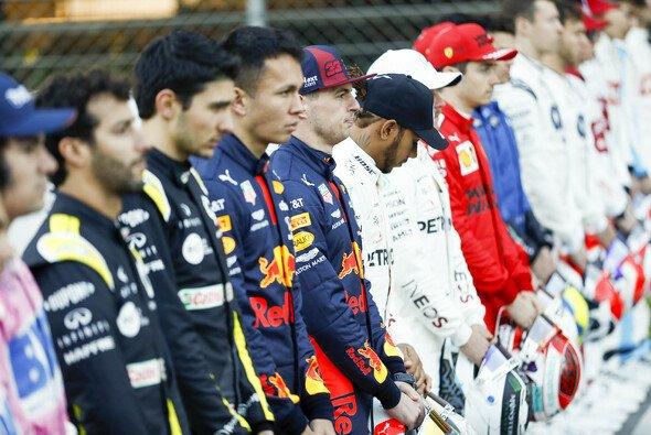 Alle Fahrer in der Formel 1 kämpfen zuallererst gegen den Stallgefährten - Foto: LAT Images