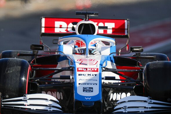 Williams-Pilot George Russell eröffnete am Mittwoch in Barcelona die Formel-1-Testfahrten 2020 - Foto: LAT Images
