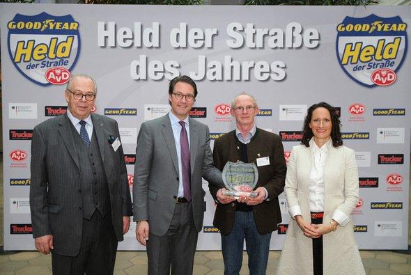 Ludwig Fürst zu Löwenstein-Wertheim-Freudenberg, Andreas Scheuer, Herbert Hertwig und Mirjam Berle - Foto: Goodyear Dunlop Tires Germany GmbH