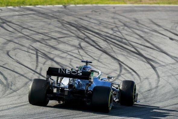 Bei den Formel-1-Testfahrten in Barcelona legt Mercedes vor - Foto: LAT Images