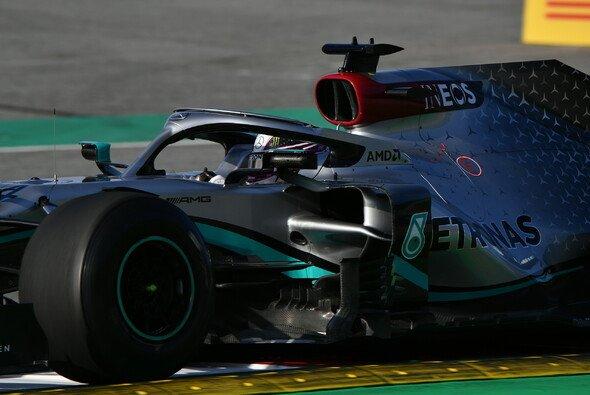 Lewis Hamilton rollt am Nachmittag in Barcelona aus - Foto: LAT Images