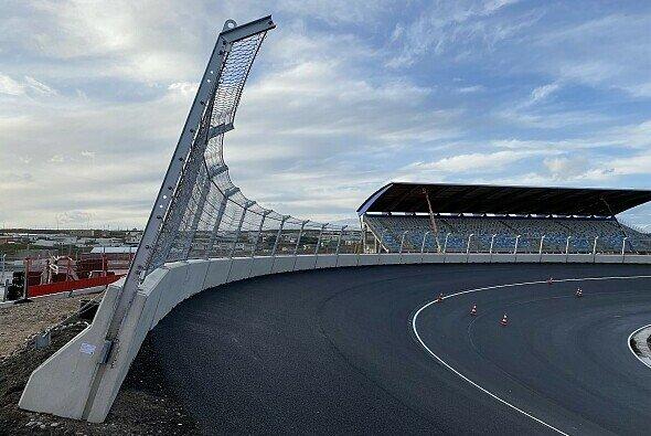 Donnert die Formel 1 erst 2021 durch die neuen Steilkurven von Zandvoort? - Foto: Geobrugg