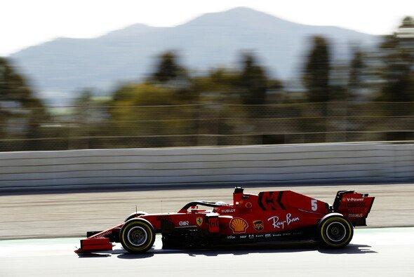 Sebastian Vettel hofft für einen Ferrari-Benchmark bei den Formel-1-Testfahrten 2020 auf Teamkollege Charles Leclerc - Foto: LAT Images