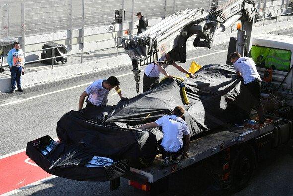 Lewis Hamilton hatte schon nach 14 Runden Feierabend - Foto: LAT Images