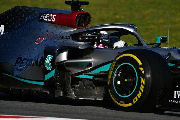 Lewis Hamilton schimpfte in Barcelona auf die Pirelli-Reifen - Foto: LAT Images