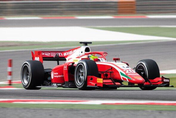 Formel-2-Pilot Mick Schumacher beim Test in Bahrain mit 18-Zoll-Rädern - Foto: Formula 2 Media