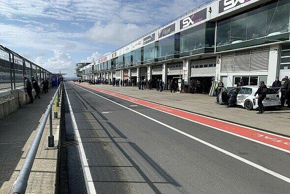 So sieht es am heutigen Samstag auf dem Nürburgring aus - Foto: Felix Maurer