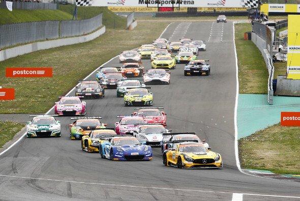 Das ADAC GT Masters gastiert 2020 erst im Oktober in Oschersleben - Foto: ADAC Motorsport