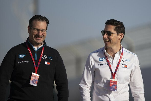 James zusammen mit HWA-Mann Franco Chiocchetti, Mercedes Head of Formula E Track Operations - Foto: LAT Images