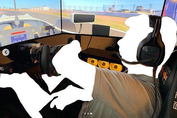 Wer erkennt alle Fahrer nur am Schatten? - Foto: Max Verstappen Instagram / Motorsport-Magazin.com
