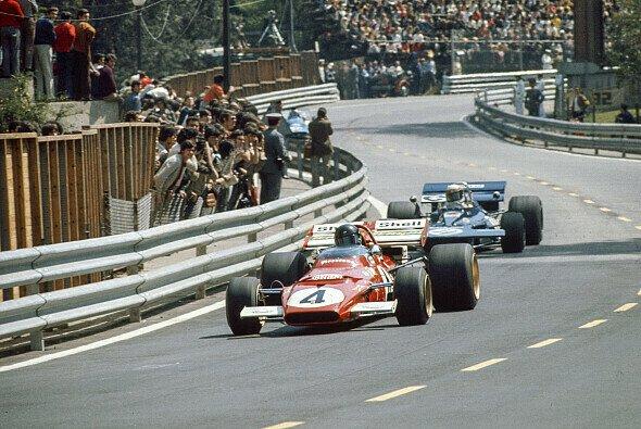 Rillen-Frei: Die Reifen am Ferrari des Führenden Jacky Ickx - Foto: LAT Images