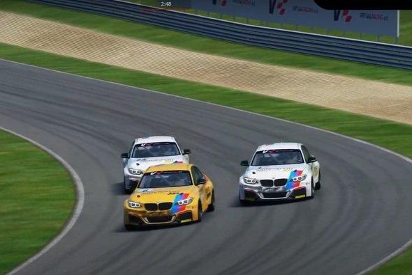 Hartes Racing am Salzburgring: Lackschäden gehörten zu Rennende zur Standardausrüstung jedes Fahrzeugs - Foto: Motorsport-Magazin