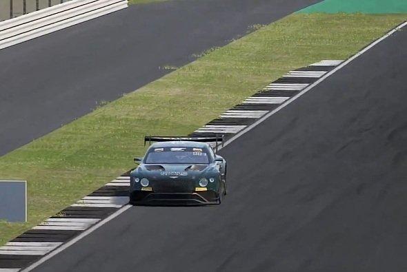 Jordan Pepper gewinnt das erste Rennen der virtuellen GT-Serie in Assetto Corsa Competizione - Foto: GT World