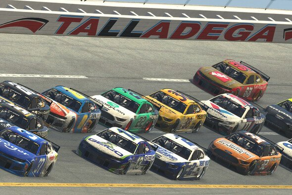 Highspeed-Racing auf dem Talladega Superspeedway - Foto: NASCAR