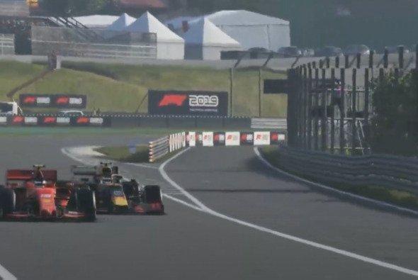 Charles Leclerc und Alexander Albon liefern sich ein Windschattenduell vom Feinsten - Foto: Formula 1