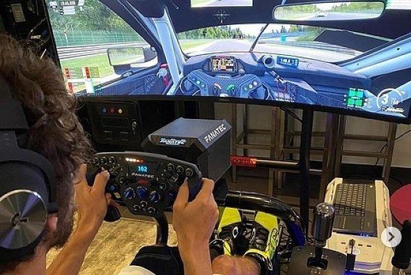 Valentino Rossi ist ein Neuling im Sim-Racing - Foto: Instagram/Valentino Rossi
