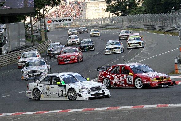 Publikumsmagnet im DTM-Rahmenprogramm: Die Tourenwagen Classics - Foto: ITR