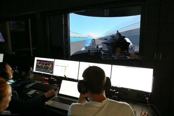 Zu Besuch im Simulator bei BMW M Motorsport in München - Foto: BMW Motorsport