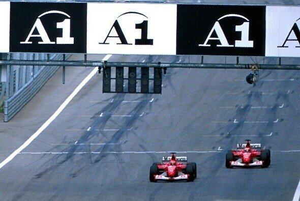 Der vielleicht berühmteste Zieleinlauf der Formel-1-Geschichte - Foto: LAT Images