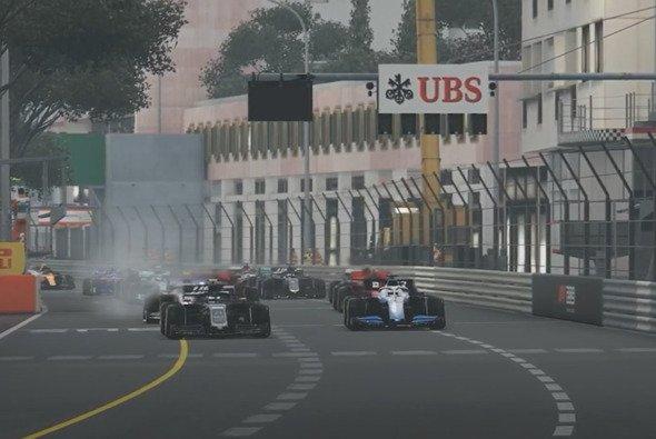 Am Start setzt sich George Russell gegen Pietro Fittipaldi durch und fährt dem Feld davon - Foto: Formula 1