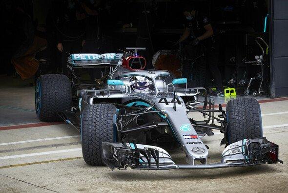 Rückkehr ins Cockpit: Valtteri Bottas und Lewis Hamilton absolvieren Testfahrten vor dem Saisonstart - Foto: Mercedes-Benz