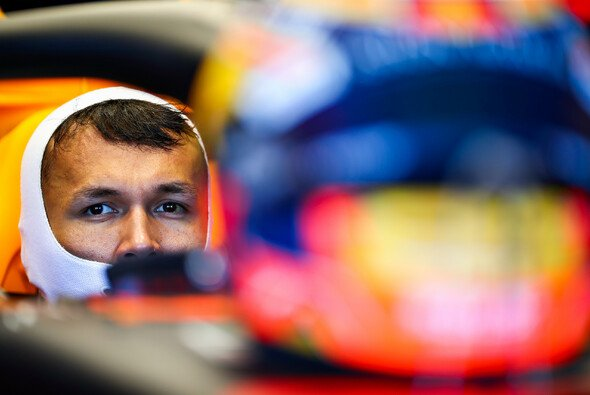 Alexander Albon bereut seine Attacke auf Lewis Hamilton beim Formel-1-Auftakt in Österreich nicht - Foto: Red Bull