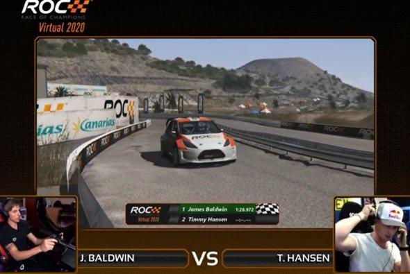 Simracer James Baldwin setzt sich im Teamfinale gegen Timmy Hansen durch - Foto: Race of Champions