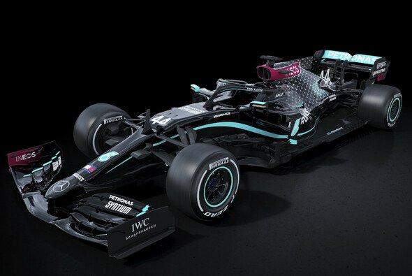 Mercedes tritt 2020 mit schwarzen Fahrzeugen an - Foto: Daimler AG