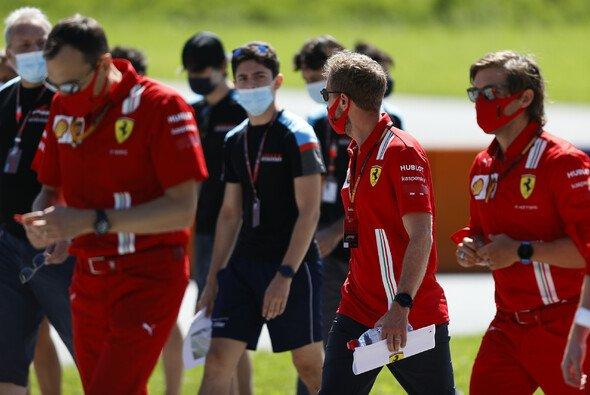 Der Formel-1-Saisonstart kann kommen - auch wenn es im Fahrerlager etwas anders aussieht - Foto: LAT Images