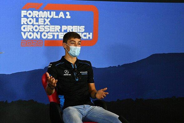 George Russell eröffnete mit Nicholas Latifi der erste FIA-Pressenkonferenz unter neuen Corona-Vorschriften - Foto: LAT Images