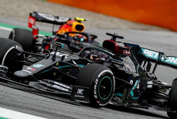 Formel-1-Weltmeister Mercedes stapelt in Österreich trotz dominanter Bestzeiten in den Trainings tief - Foto: LAT Images
