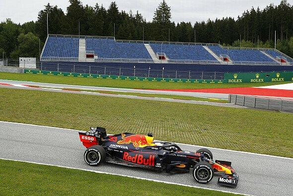 Red Bull auf gelben Reifen: Eine Gefahr für Mercedes? - Foto: LAT Images