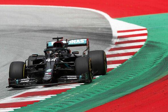 Lewis Hamilton sah sich nach dem Qualifying mit gleich zwei Ermittlungen konfrontiert - Foto: LAT Images