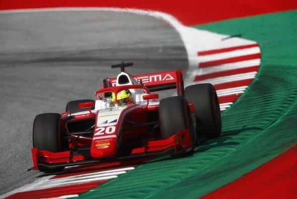 Mick Schumacher kämpft in der Formel 2 2020 um den Titel - Foto: LAT Images