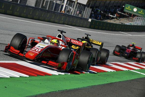 Für Mick Schumacher ging es im F2-Sprintrennen wieder nach vorne - Foto: LAT Images