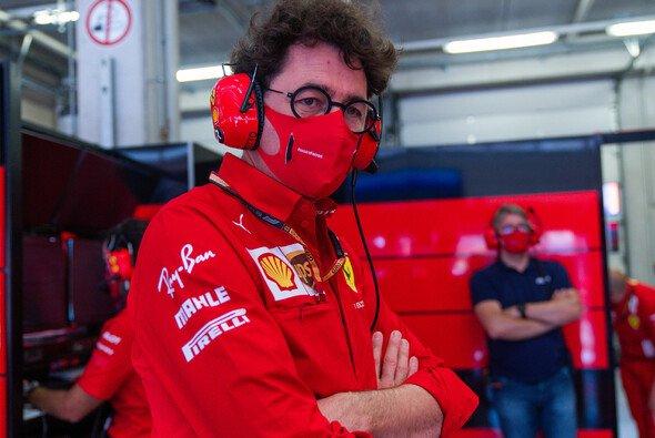 Mattia Binotto und Ferrari stehen nach der Blamage von Österreich im Kreuzfeuer der Kritik - Foto: LAT Images