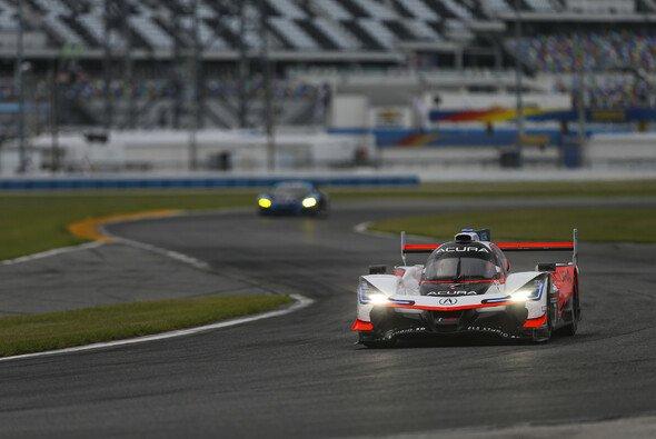 Der Acura-Penske #7 startet von der Pole - Foto: LAT Images