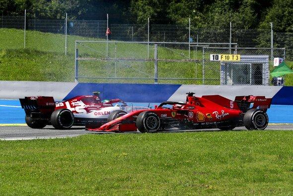 Sebastian Vettel sieht sich nach Spielberg heftiger Kritik ausgesetzt - Foto: LAT Images