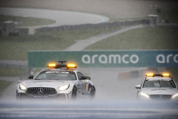 An einen regulären Fahrbetrieb war für die Formel 1 nicht zu denken - Foto: LAT Images