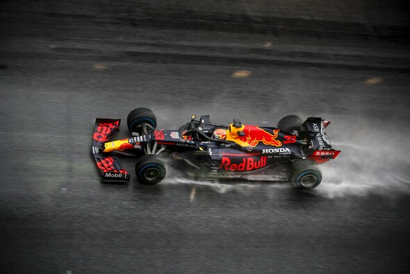 Max Verstappen machte seinem Ruf des Regenspezialisten beim Steiermark-Qualifying wieder alle Ehre - Foto: LAT Images