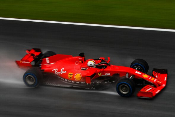 Sebastian Vettel führte im Regen von Spielberg ein schwaches Ferrari zumindest an - Foto: LAT Images
