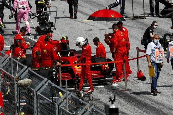 Sebastian Vettel und Ferrari kämpfen mit einem schlechten Saisonstart - Foto: LAT Images