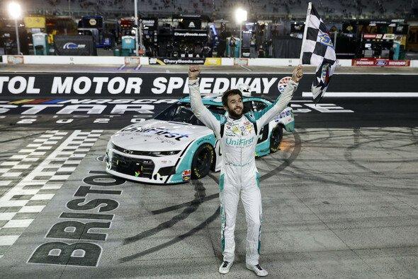 Chase Elliott gewinnt die 1 Million US-Dollar im Kolosseum von Bristol - Foto: NASCAR
