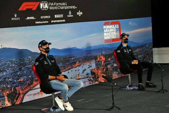 Die Williams-Fahrer Nicholas Latifi und George Russell machten den Anfang bei der PK - Foto: LAT Images