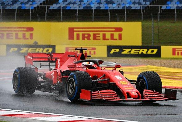 Sebastian Vettel markiert im Regen von Ungarn die Bestzeit - Foto: LAT Images