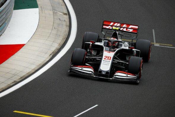 Haas fährt noch immer mit demselben Auto wie beim Test - Foto: LAT Images