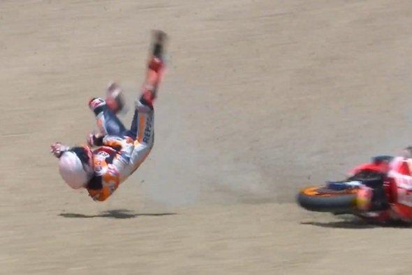 Marc Marquez hat sich bei diesem Abflug verletzt - Foto: Screenshot/MotoGP