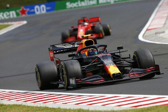 Jacques Villeneuve rät Red Bull zum Tausch von Alexander Albon gegen Sebastian Vettel - Foto: LAT Images